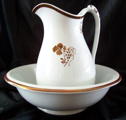 Clementson - Elegance - Teaberry - Ewer and Basin