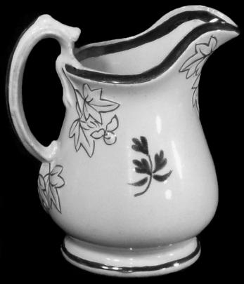 William Davenport - Fig Cousin - Tea Leaf - Creamer
