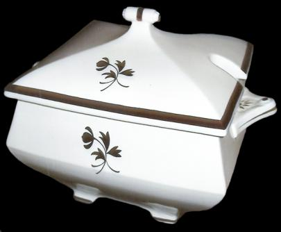 Red Cliff Bullet Tea Leaf Sauce Tureen
