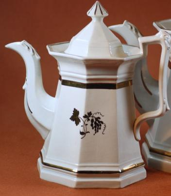Clementson - Full Panelled Gothic - Teaberry - Teapot