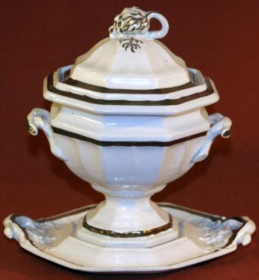 Walley - Grape Octagon - LB - Sauce Tureen
