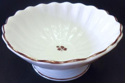 Wedgwood - Scalloped Rim - Tea Leaf - Apple Bowl (scalloped)
